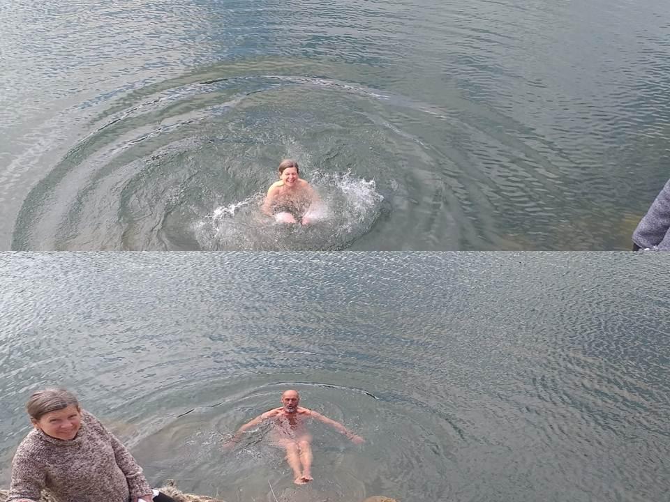 Kupaju  se  u  rijeci  Lici
