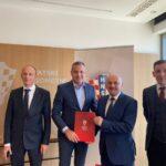 U  sjedištu  HNS-a potpisan  Ugovor  o  izgradnji  umjetnog  nogometnog  travnjaka  u  Gospiću